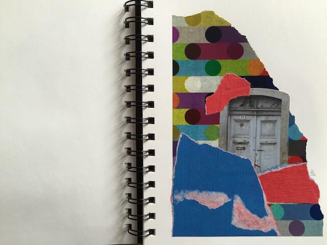 Tür alt, ringsum bunte Schnipel, Collage, Papier