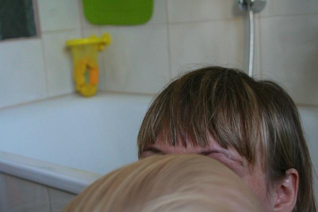 Mutter und Kind zu Hause, Fotografie (Selbstporträt), (c) hehocra