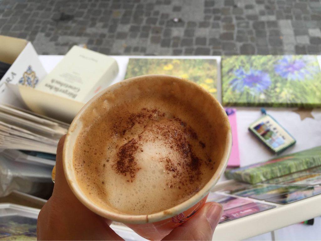 Welch ein Geschenk: Ein Cappuccino wurde uns spendiert. Herzlichen Dank.