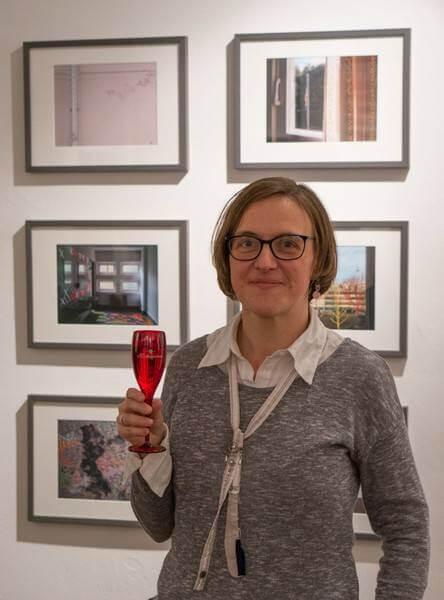 """Doreen Trittel vor ihrer Serie """"Typenschulbau"""", Foto von Christian Appl"""