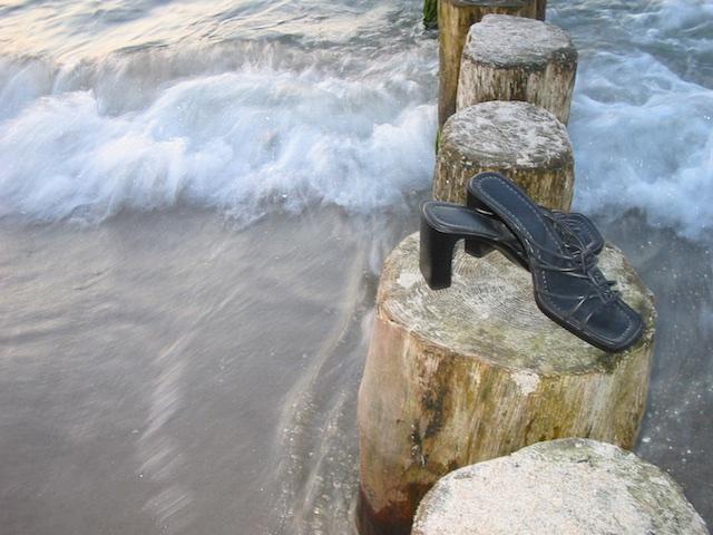 Schuhe an der Ostsee, (c) hehocra