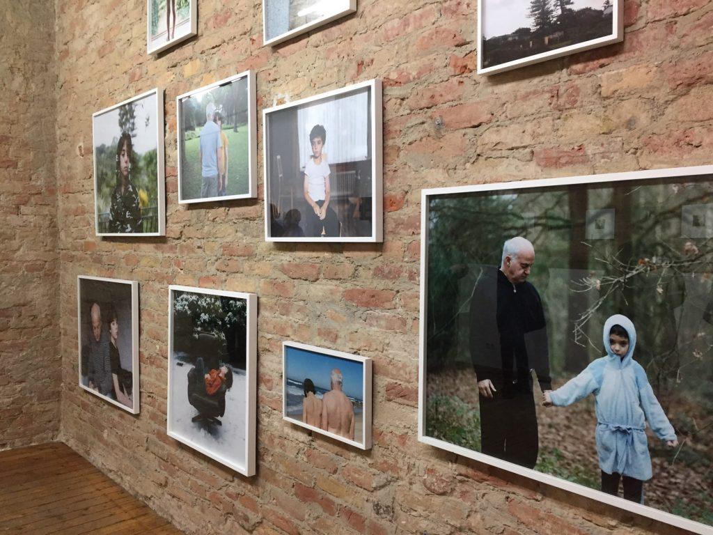 """""""Julian und Jonathan"""" von Sarah Mei Herman in der Ausstellung """"Quietude"""", Foto by hehocra"""