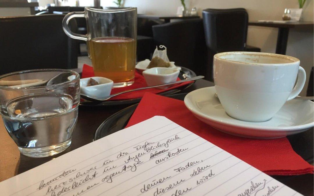 Schreiben im Café; Foto by hehocra