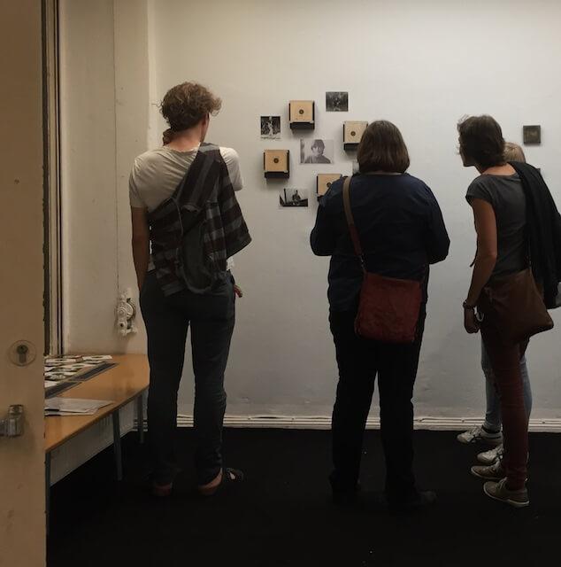 Besucher.innen, 48-h-Neukölln, Ausstellung, (c) hehocra
