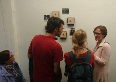 mit Besuchern im Gespräch, 48-h-Neukölln 2017, (c) hehocra