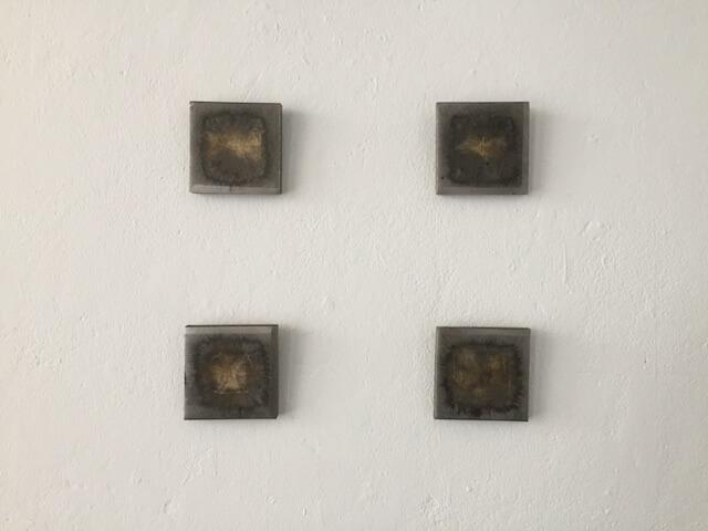π., aka Peter Ehrentraut: o.T. , Stahlplatten mit Gold, Sprengtechnik, je 10 x 10 x 1,5 cm