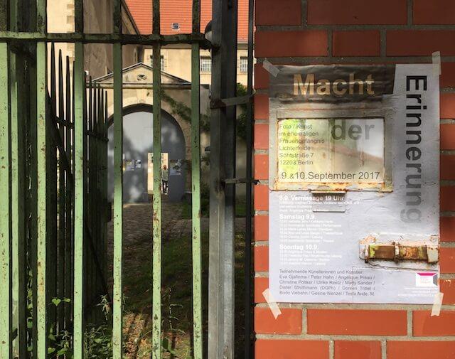 """""""Macht der Erinnerung"""", Soeht7, Eingang und Plakat"""