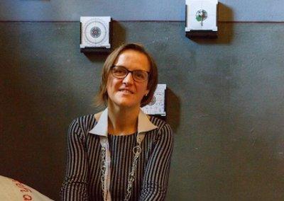 Doreen Trittel mit ihrer Installation, (c) Bodo Viehban