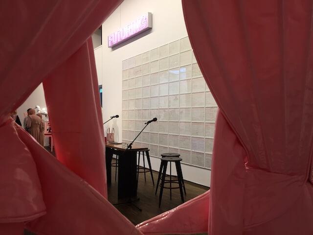 Durchblick bei Eva & Adele in der Ausstellung L'AMOUR DU RISQUE, im me Collectors Room, Berlin 2018, Foto Doreen Trittel