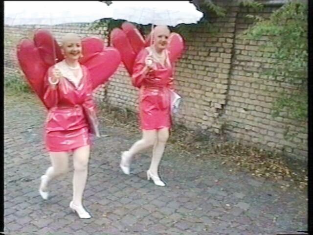 Eva & Adele, Wings I / II / III, 1997/1998, 3-Kanal-Video (WINGS III, Videostill), Echtzeit, 00:62:14, 00:62:15, 00:62:32 min, Loop Pal, Edition 5 + 3 (c) Eva & Adele und VG Bild-Kunst, Bonn 2018