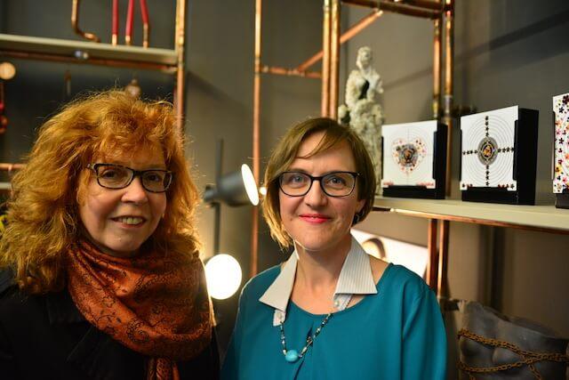 Susanne Haun und Doreen Trittel in der HEALING-Ausstellung, Foto (c) M. Fanke