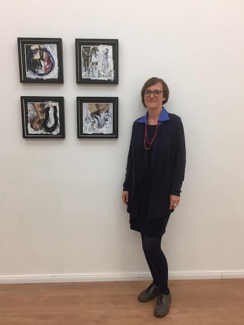 Foto mit mir und einem Teil meiner Arbeit bei 48-h-Neukölln 2018 von Carla Pohl