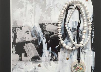 Die Ketten meiner Oma, Teil 2, Nr. 10 von 11, 30 x 30 cm, 2018, (c) Doreen Trittel