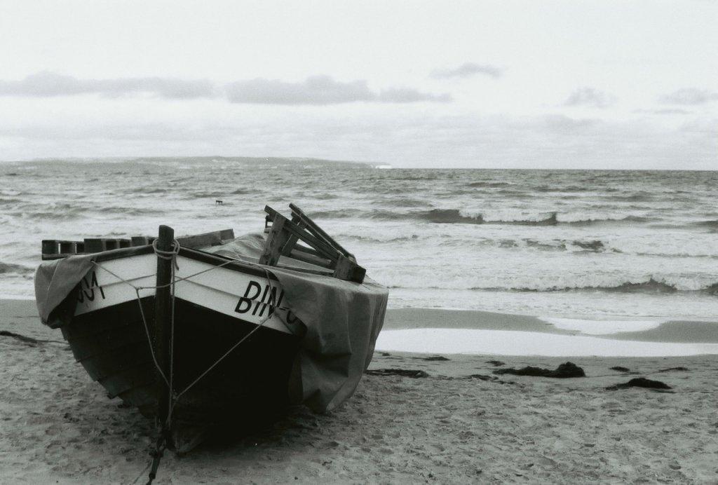 Boot am Strand, Ostsee, Rügen, sw analog, (c) Doreen Trittel