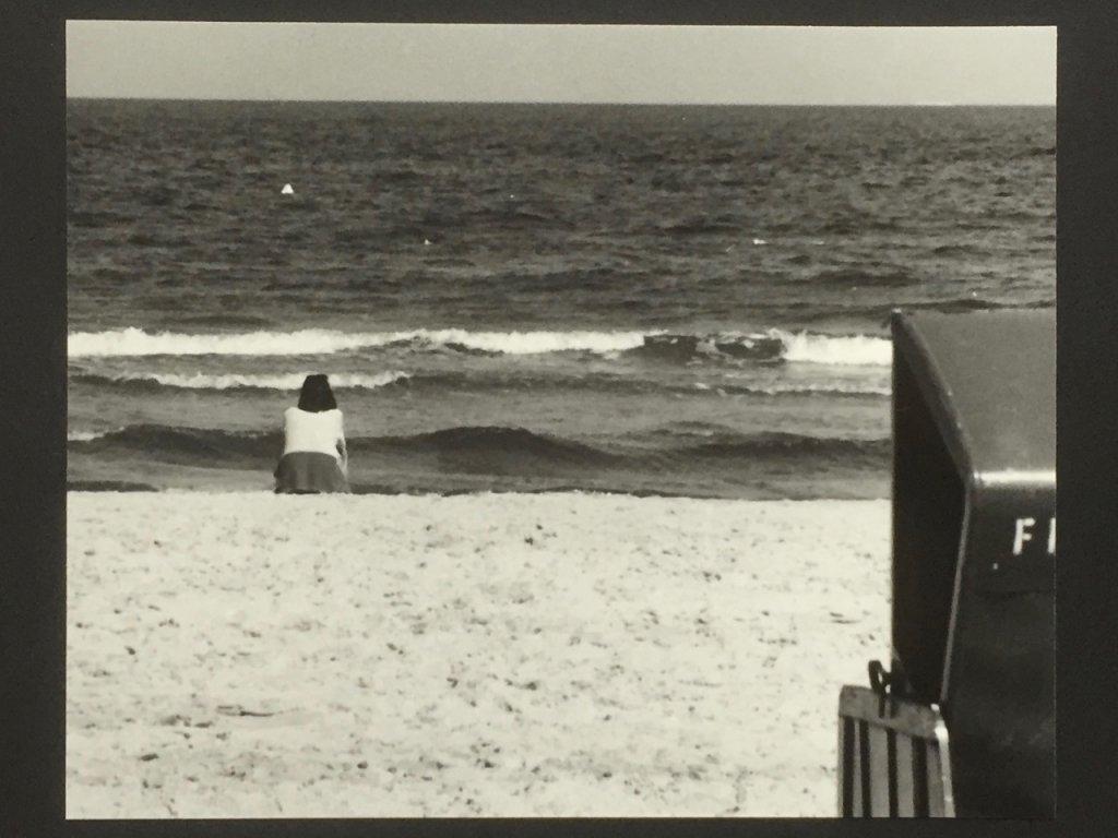 Frau am Meer, Ostsee, Rügen, sw analog 1997, (c) Doreen Trittel