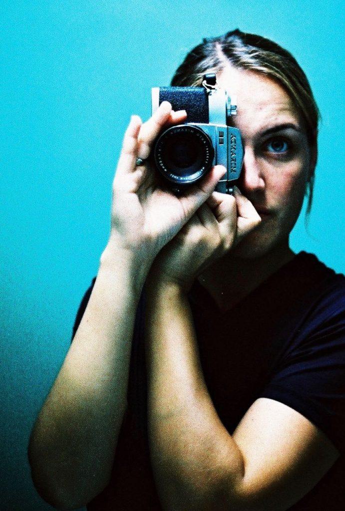 Selbstporträt mit Kamera, analog, im Spiegel, Künstlerin, Doreen Trittel