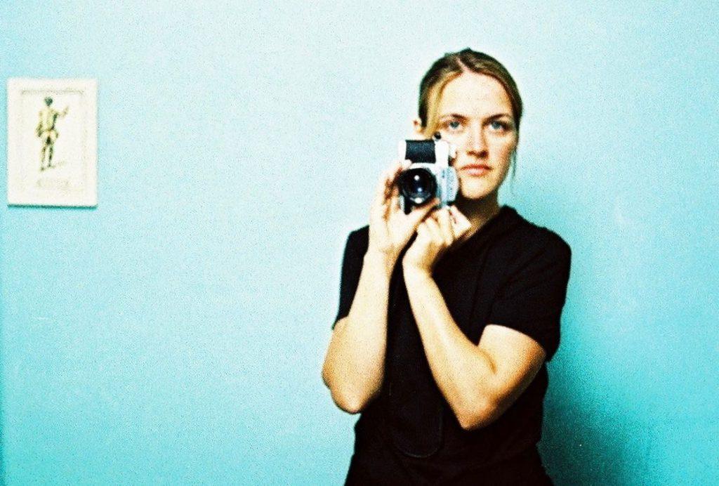 Selbstporträt mit Kamera, analog, cross, Künstlerin, Doreen Trittel