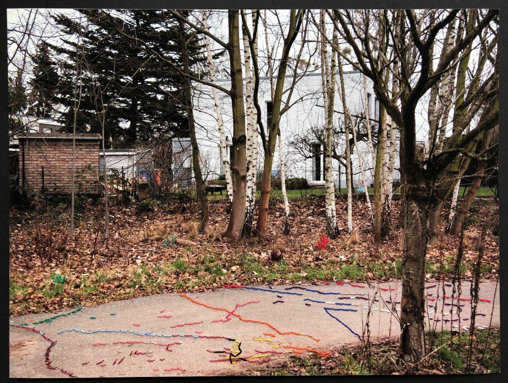 Verbundene Spuren, Nr. 1, 50 x 60 cm, gerahmt, im Passepartout signiert, (c) Carla Pohl und Doreen Trittel
