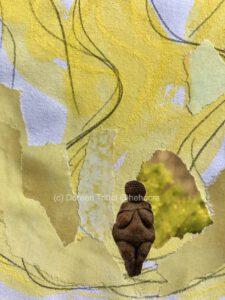 Weiblich gelb, Materialmix auf Papier, (c) Doreen Trittel