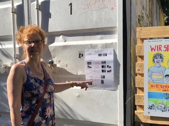 """Susanne Haun zeigt mit den Plan für """"Mein Wedding 2020"""", Foto by Doreen Trittel"""