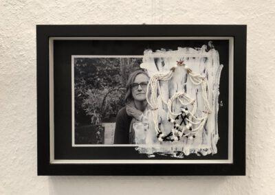 Die Ketten meiner Oma Collage/ Assemblage, Materialmix, 2018, (c) Doreen Trittel